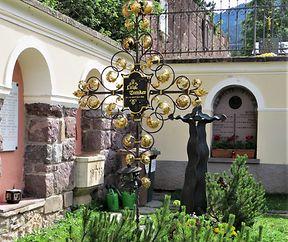 GRAFSTEEN  VUM LUIS TRENKER  ZU ST. ULRICH/VAL- GARDENA  A SÜDTIROL