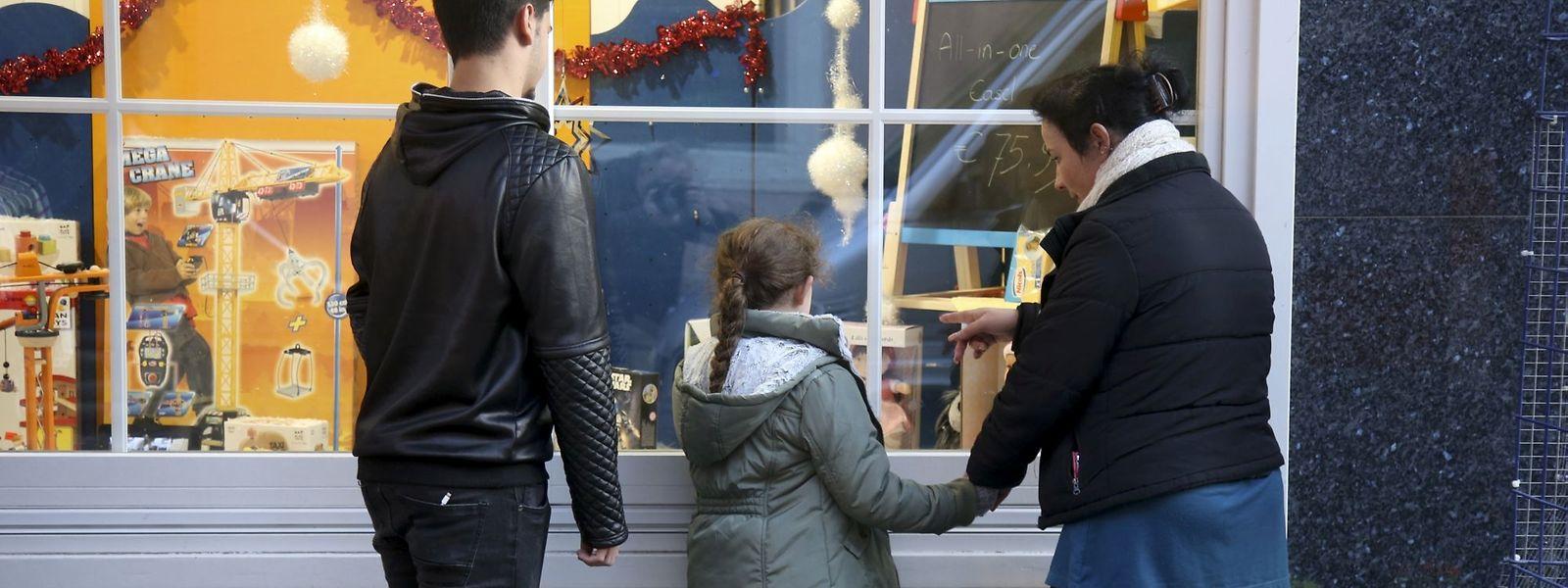 Viele Familien in Luxemburg können sich keine teuren Geschenke an Weihnachten leisten.