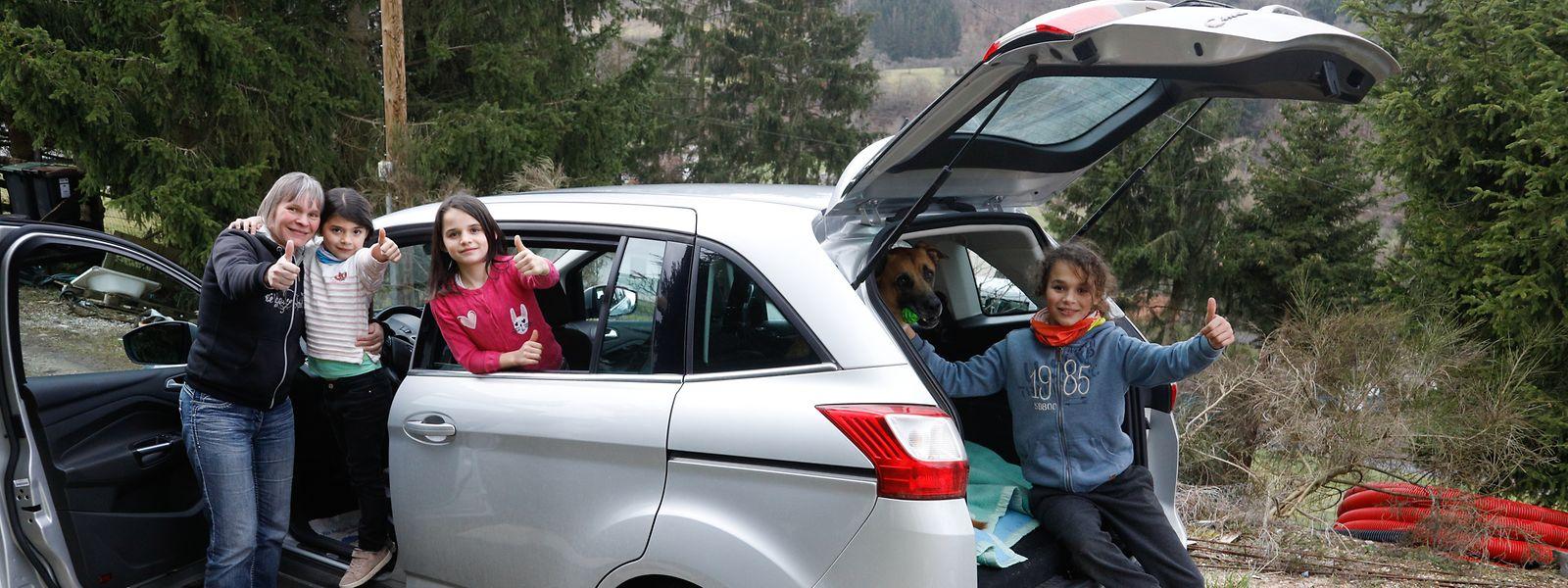 Der von der Vereinigung Wonschstär geschenkte Wagen erleichtert Michaela Kluge und ihren Kindern nicht nur den Einkauf, er ermöglicht es der Familie auch, wieder Ausflüge zu unternehmen.