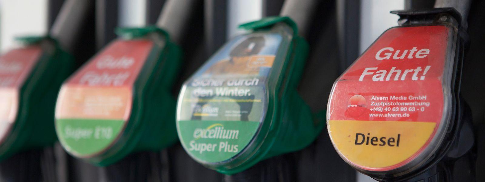 Le sans-plomb 95 est le carburant ayant le plus augmenté cette dernière semaine, ce dernier mois, ces derniers douze mois.