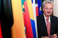 """Jean Asselborn, o ministro dos Negócios Estrangeiros há mais tempo em funções na UE, faz tudo """"à sua maneira""""."""
