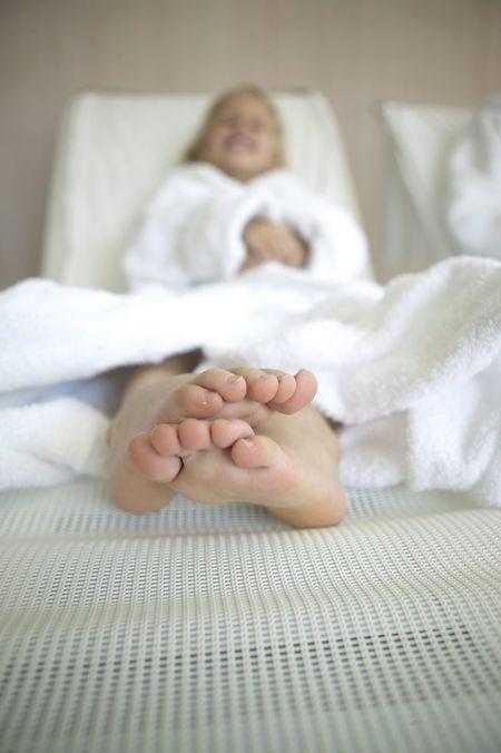 Maniküre, Massage, Sauna und Kosmetik? Solange der Spaß im Vordergrund steht, können Kinder auch mal Wellnessangebote ausprobieren.