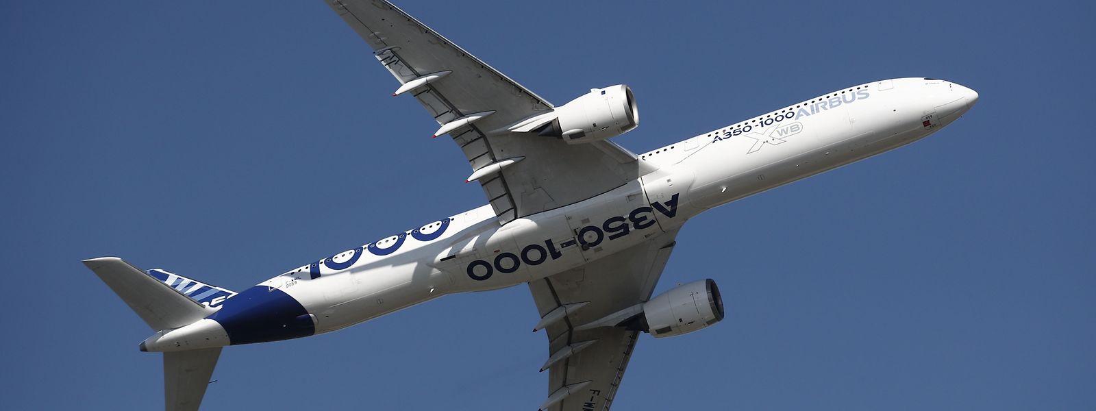 Der Airbus A350-1000 überflog während der Eröffnung das Flugfeld.