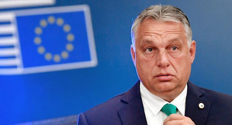 ARCHIV - 17.07.2020, Belgien, Brüssel: Ungarns Ministerpräsident Viktor Orban trifft zum EU-Gipfel im Gebäude des Europäischen Rates ein. Orban hat mit seiner Fidesz-Partei den Bruch mit der Europäischen Volkspartei vollzogen. Foto: John Thys/AFP Pool/AP/dpa +++ dpa-Bildfunk +++