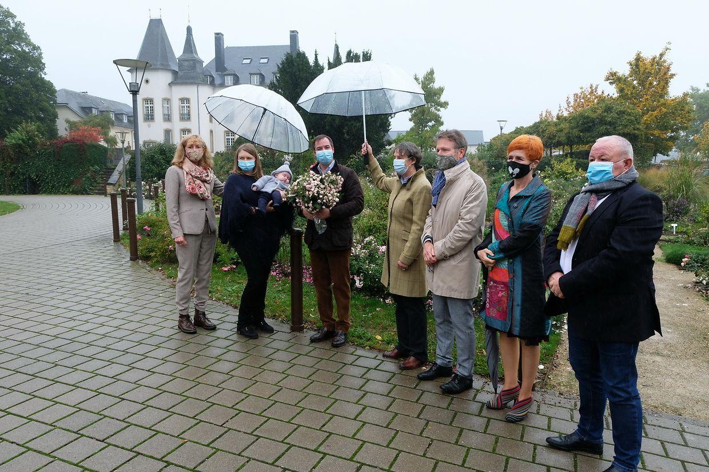 """Prinz Charles hat in der """"Roseraie Château de Munsbach"""" im Garten des Münsbacher Schlosses seine eigene Rose bekommen."""