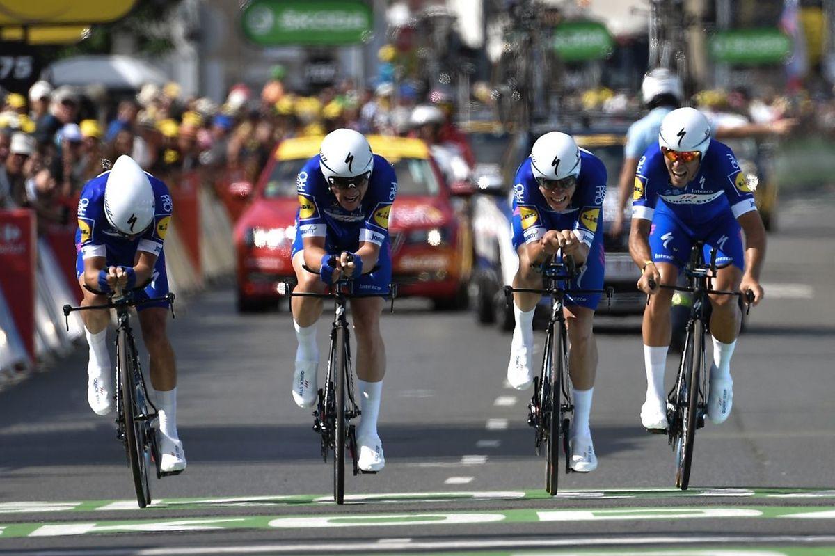 Les quatre coureurs de la Quick-Step qui ont rallié l'arrivée: Julian Alaphilippe, Yves Lampaert, Bob Jungels et Philippe Gilbert.