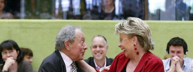 M. Rocard et V. Reding à une conférence internationale en mai 2012