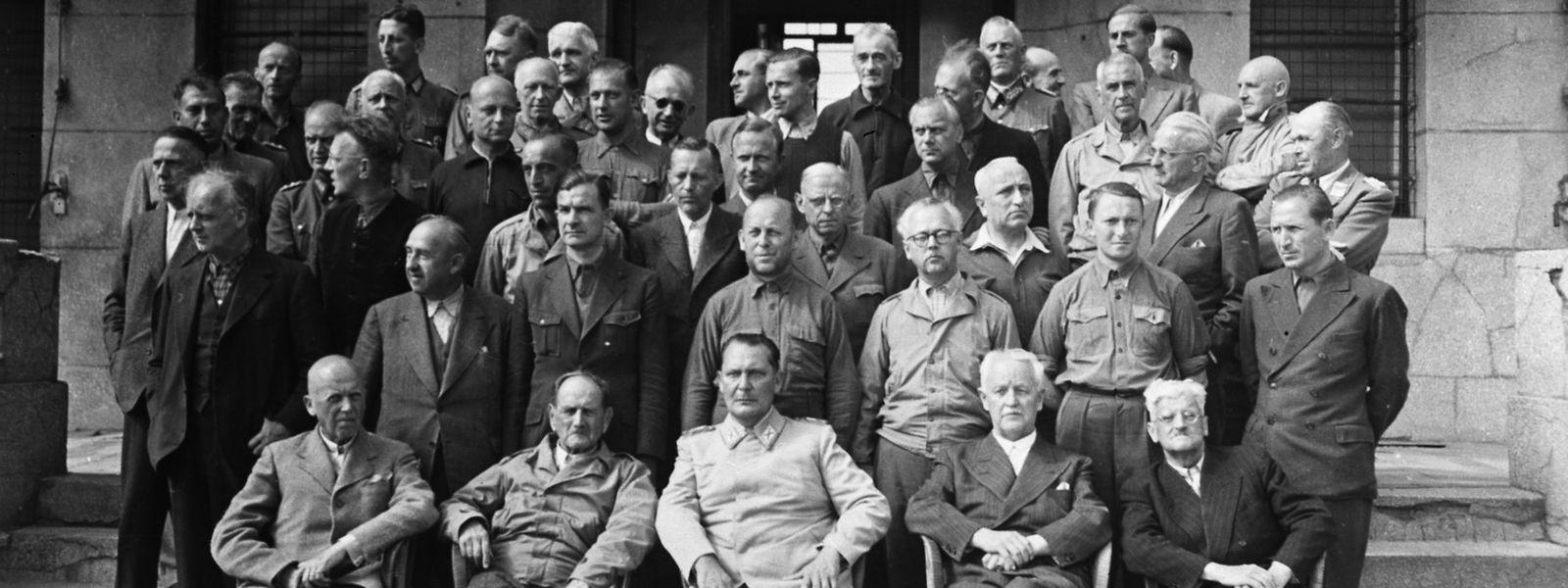 Erbarmungslose Militärs, niederträchtige Minister, fanatische Parteimitglieder, die in Zeiten des Dritten Reiches zahlreiche Rivalitäten unter sich austrugen, hausten nun in Mondorf unter einem Dach.
