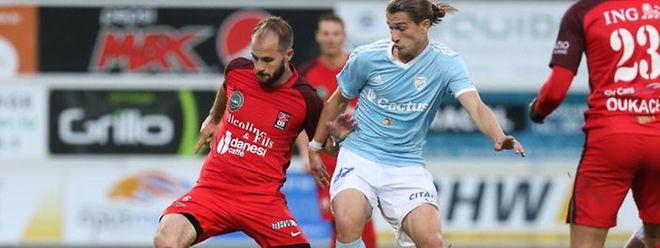 Jordan Swistek, pressé ici par Florik Shala, a retrouvé sa place de titulaire à Differdange.