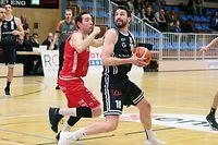FLBB Basketball Meisterschaft Total League Maenner Spielzei 2018-2019 zwischen dem T71 Dudelingen und Racing Luxemburg am 09.03.2019 Frank MULLER (10 T71) uns Sam Ney (12 Racing)