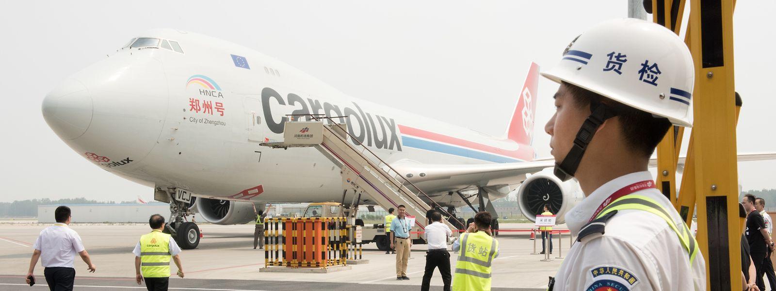 """Dieser Cargolux-Jumbo trägt den Namen der Hauptstadt der chinesischen Provinz Henan: """"City of Zhengzhou"""".."""
