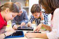 """In der Grundschule setzen die Schüler sich im Zyklus 4.1 mit dem Programmieren auseinander. Im Herbst wird das Coding auf die Zyklen 1 bis 3 ausgeweitet und im Secondaire startet eine Pilotphase zur Einführung des Fachs """"Digital sciences""""."""
