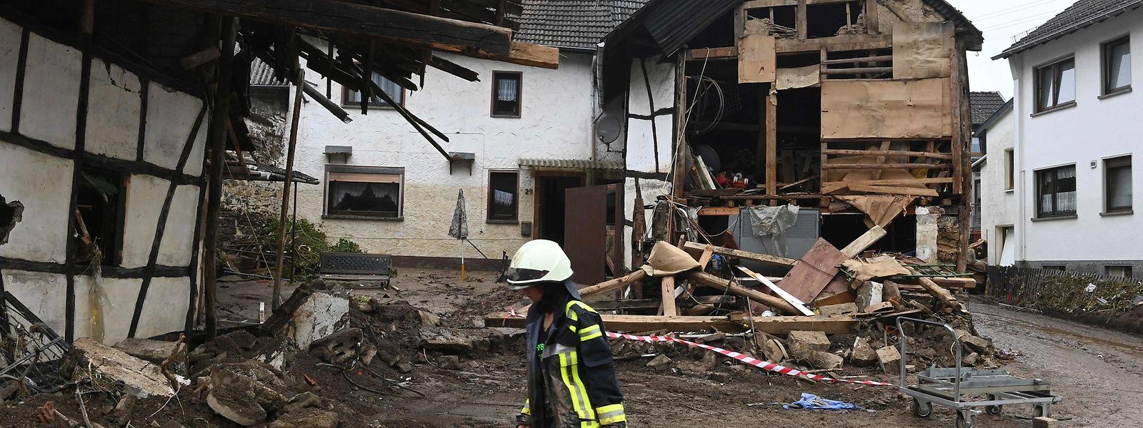 Zerstörte Häuser und viele Tote: In Deutschland wird das Ausmaß der Katastrophe sichtbar.