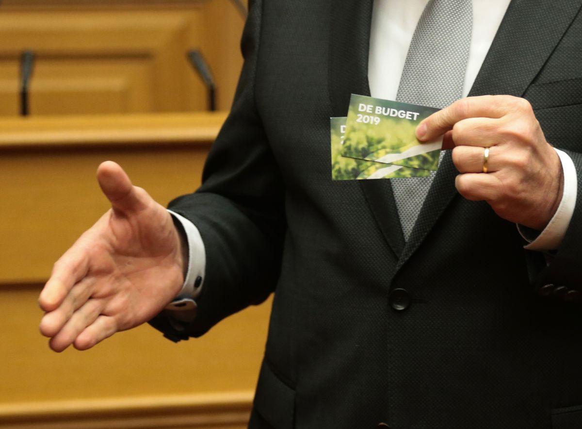Au dos de ces petites cartes, un QR code à flasher pour accéder au site internet dédié au budget