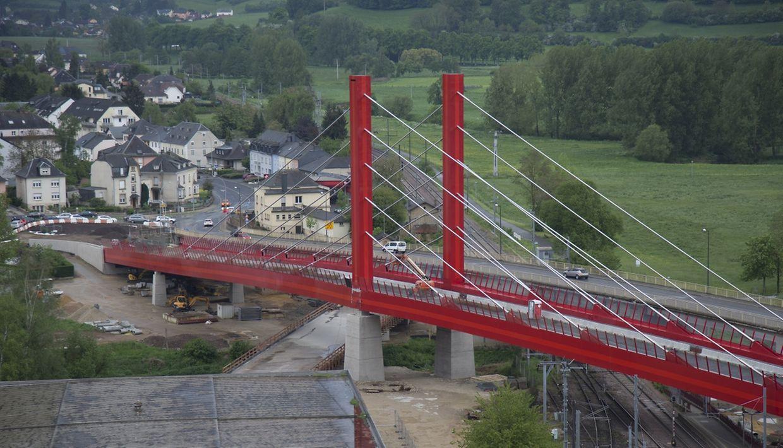 Ab Mitte Juni soll der Verkehr über die neue Brücke fließen.