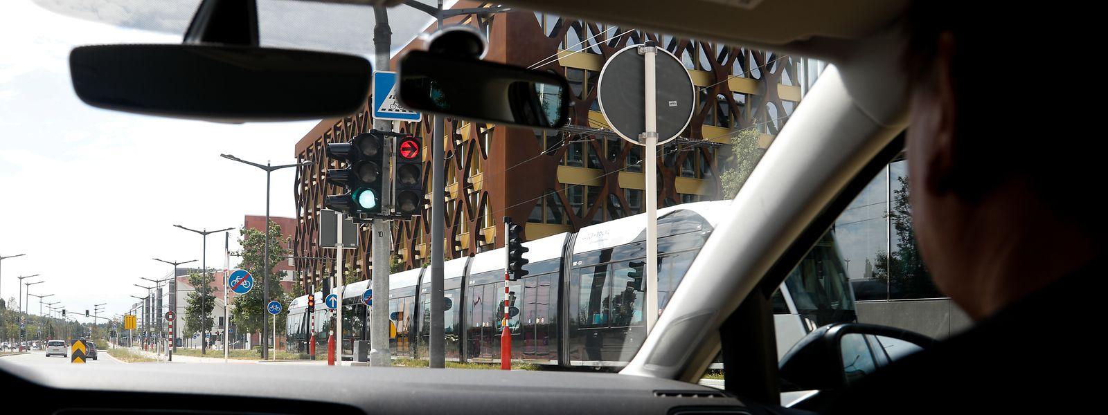 Raymond Brouschert, Fahrlehrer bei der Auto-Ecole Friden in Luxemburg-Stadt, hat bei Fahrstunden schon die ein oder andere heikle Situation beim Überqueren von Straßenbahnkreuzungen erlebt.