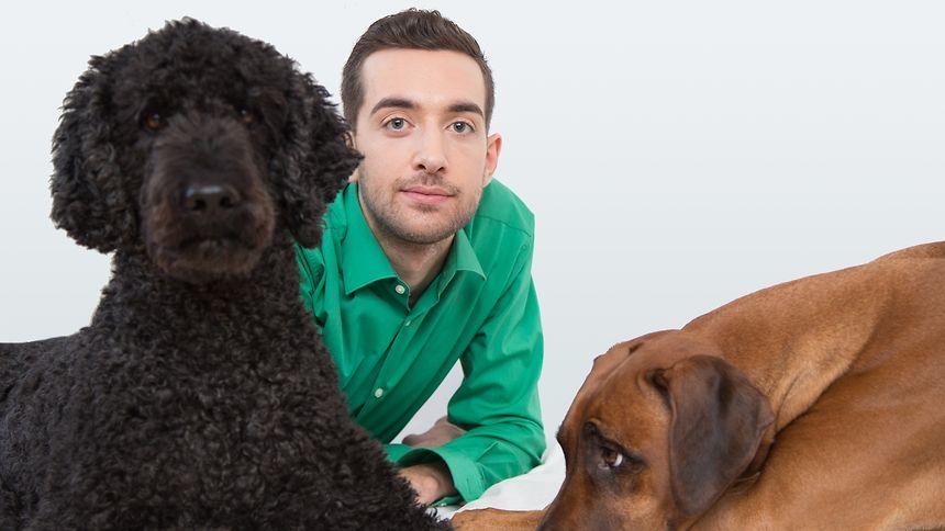 Laurent Amann mit seinen Hunden Rio und Bashira.