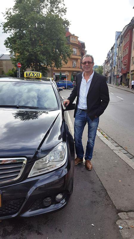 O taxista Paulo Ribeiro defende a regulamentação das tarifas praticadas no sector por intervenção do Estado