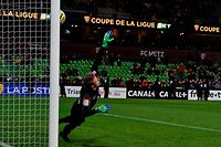 Metz' French goalkeeper Paul Delecroix misses  shot on goal during the penalty time in the French Ligue Cup round of 32 football match between Metz (FC) and Brest (Stade Brestois) at Saint Symphorien stadium in Longeville-les-Metz, on October 30, 2019. (Photo by JEAN-CHRISTOPHE VERHAEGEN / AFP)