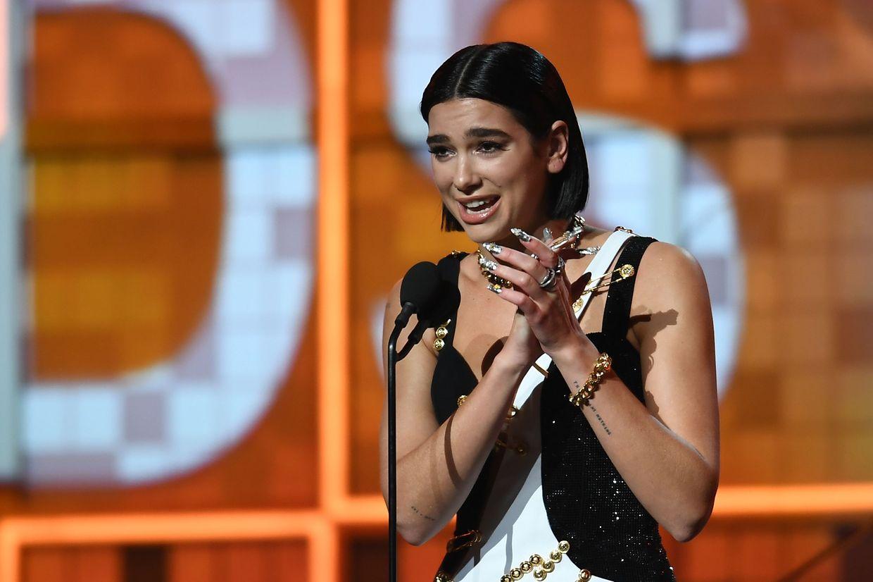 "Dua Lipa a reçu l'award de ""Best New Artist""."