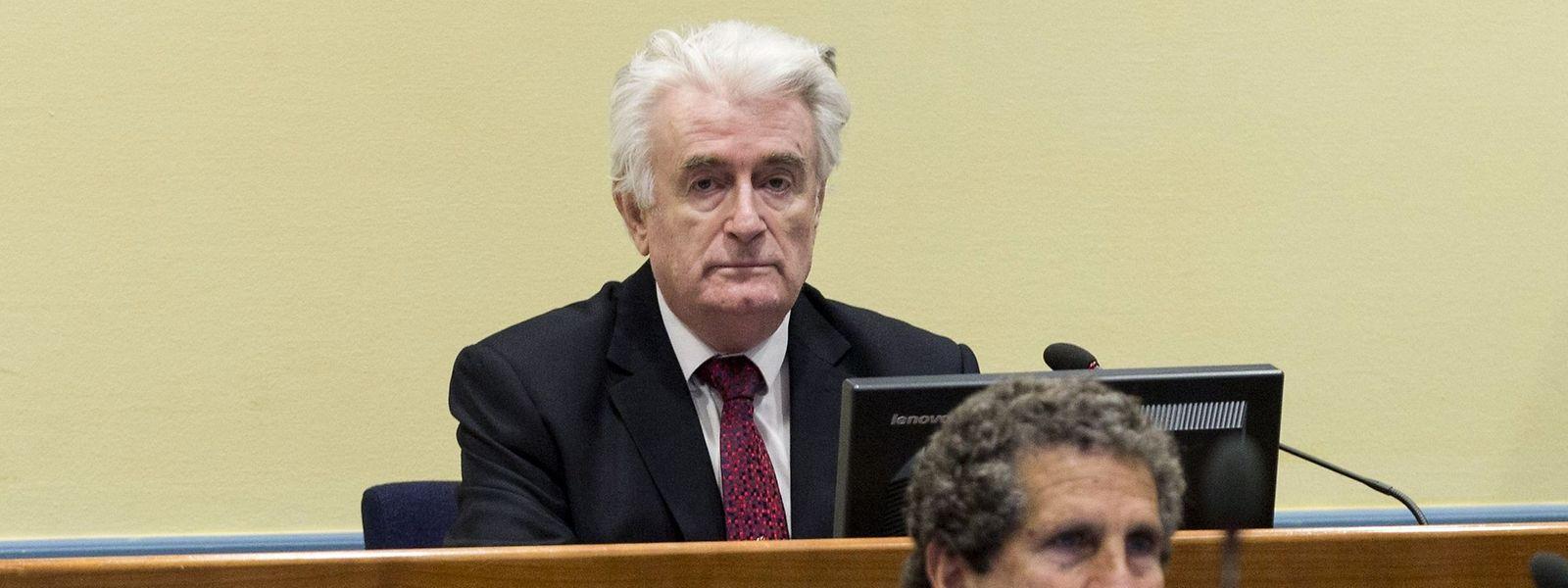 Chantre de l'épuration ethnique, Karadzic avait fait appel des 40 ans de prison prononcés en 2016 pour crimes de guerre, crimes contre l'humanité et génocide. La peine a été aggravée.