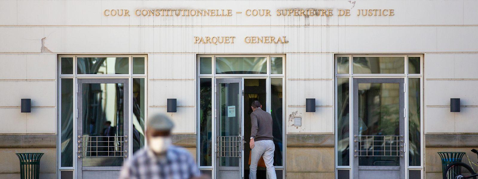 In den Gutachten zum Justiz-Kapitel der Verfassung setzt es Kritik in Bezug auf die Unabhängigkeit der Justiz. Stein des Anstoßes ist die Tatsache, dass die Staatsanwaltschaften ausgeklammert werden sollen.