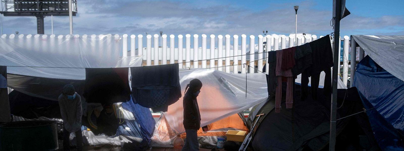 Die Situation in den überfüllten Flüchtlingscamps an der mexikanisch-US-amerikansichen Grenze ist äußerst angespannt.