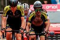 TOPSHOT - Team Mitchelton rider Britain's Simon Yates (R) crosses the finish line on October 5, 2020 of the 3rd stage of the Giro d'Italia 2020 cycling race, a 150-kilometer route between Enna and volcano Etna, Linguaglossa-Piano Provenzana, Sicily. (Photo by Luca BETTINI / AFP)