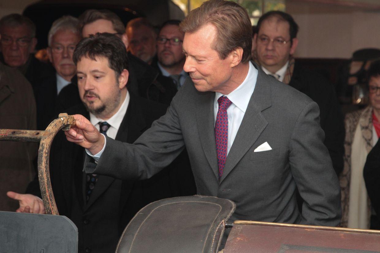 Großherzog Henri besucht das Kutschenmuseum in Peppingen.