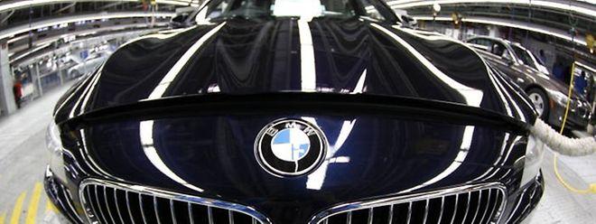 Luxuslimousinen aus Bayern hat der SREL mit hohem Rabatt gekauft und wenig später wieder verkauft.