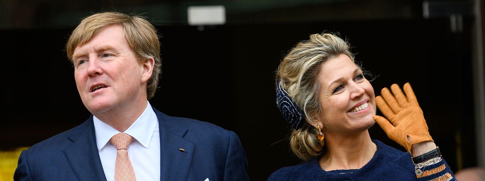 Willem-Alexander, König der Niederlande, und Máxima, Königin der Niederlande, bei ihrem Bremen-Besuch auf dem Marktplatz von Bremen.