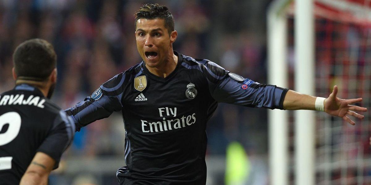 Cristiano Ronaldo marcou dois golos frente ao Bayern de Munique e é o primeiro a atingir os 100 golos nas competições europeias