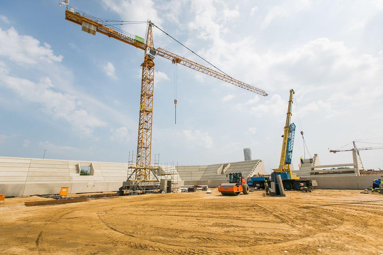 Die Arbeiten auf der Baustelle laufen auf Hochtouren.
