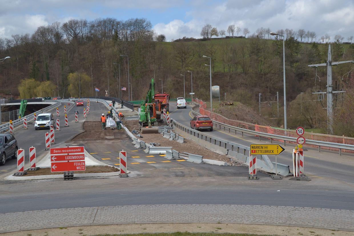 Die neue Brücke ist breiter als ihr Vorgänger.