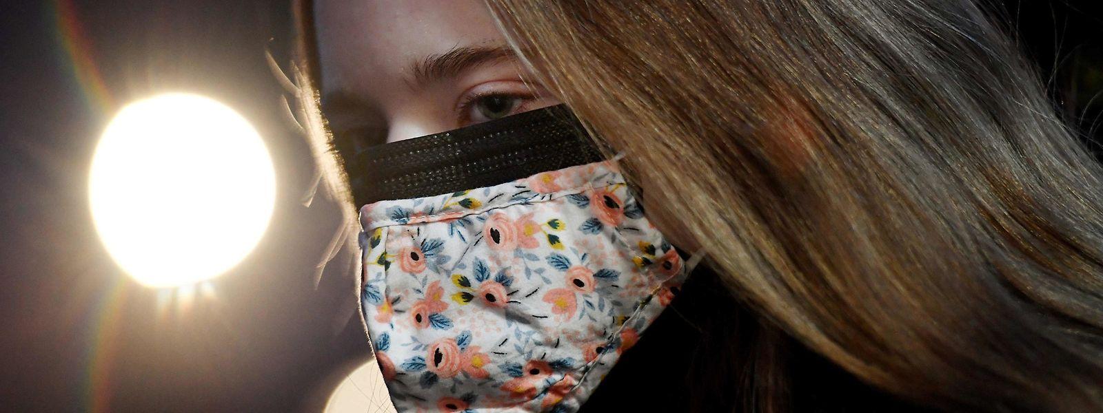 En Autriche et dans une partie de l'Allemagne, les masques en tissu ne sont plus autorisés dans les transports en commun et magasins.