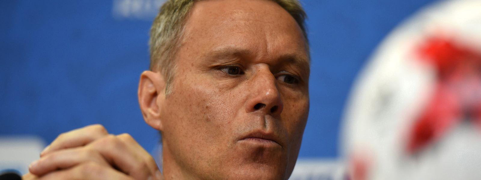 Marco van Basten, ehemaliger niederländischer Fußball-Nationalspieler, hat mit der Aussage «Sieg Heil» im holländischen Fernsehen für einen Eklat gesorgt und sich später dafür entschuldigt.