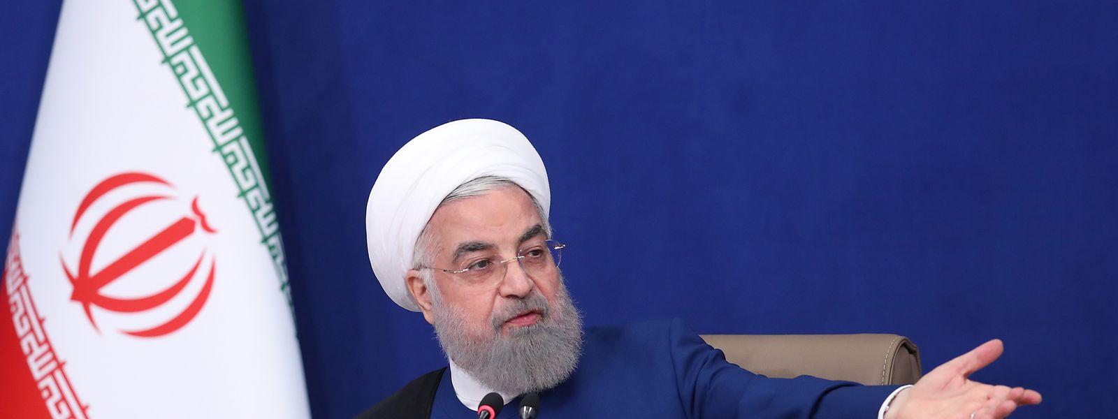Hassan Ruhani, Präsident des Iran, leitet die letzte Kabinettssitzung der zwölften Regierung. Sein Nachfolger, der neu gewählte iranische Präsident Raisi, soll am kommenden Donnerstag vereidigt werden.