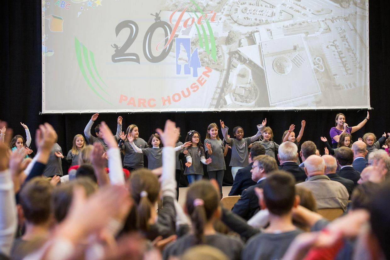 Als Hauptakteure der Jubiläumsfeier in der Sporthalle fungierten die Schulkinder am Mittwoch selbst.
