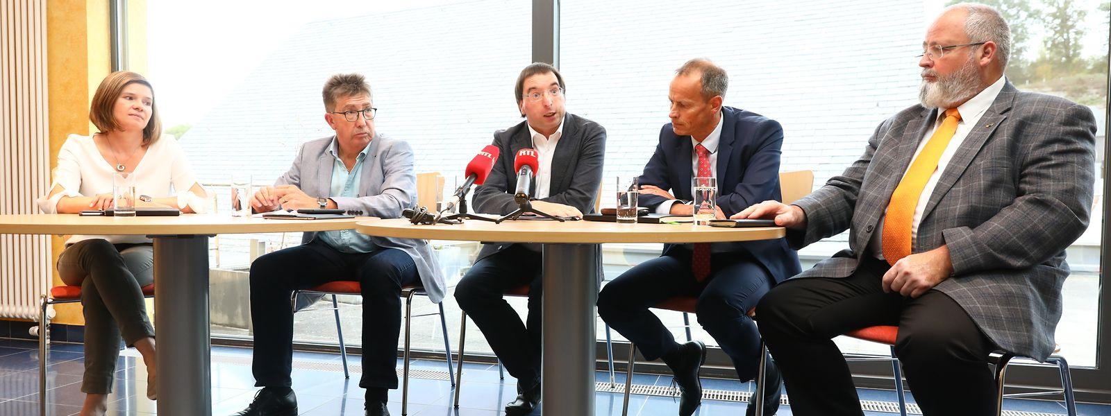Fränk Clement (2.v.l.) und Carlo Mulbach (3.v.l.) mit ihren Parteikollegen Joëlle Fagny, Christian Hoscheid und Romain Lucas.
