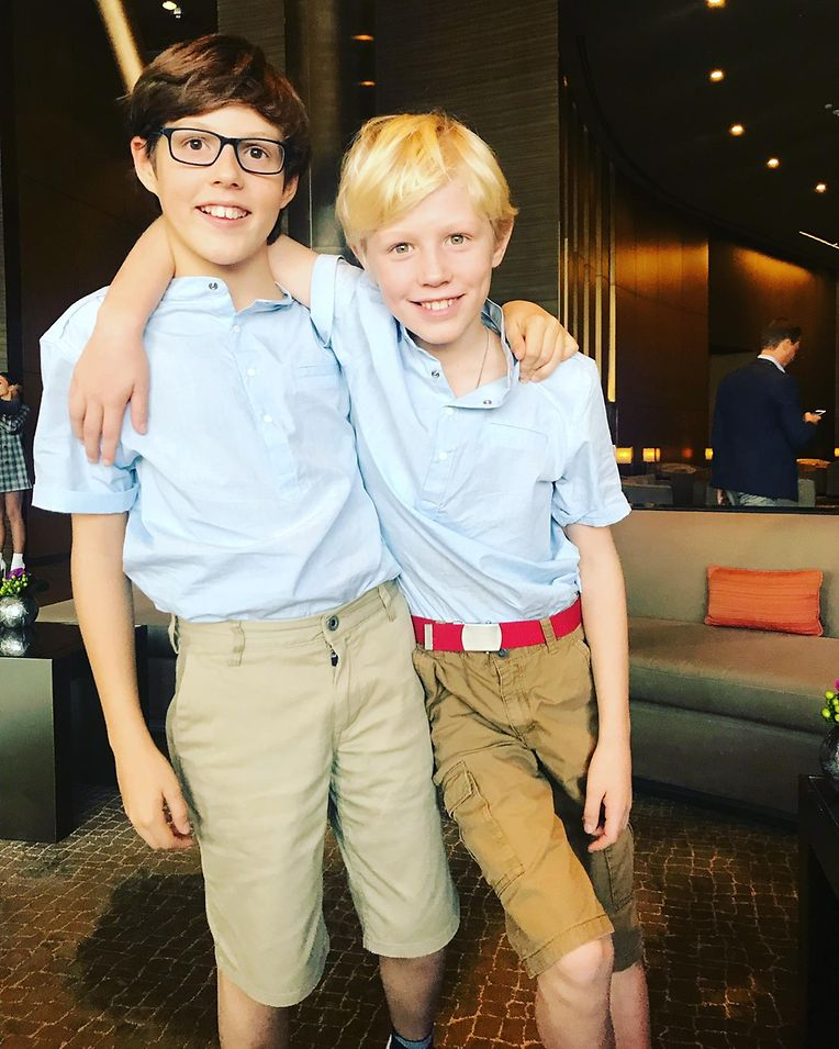 Kleine Jungs ganz groß: die beiden Brüder Gabriel und Noah (r.).