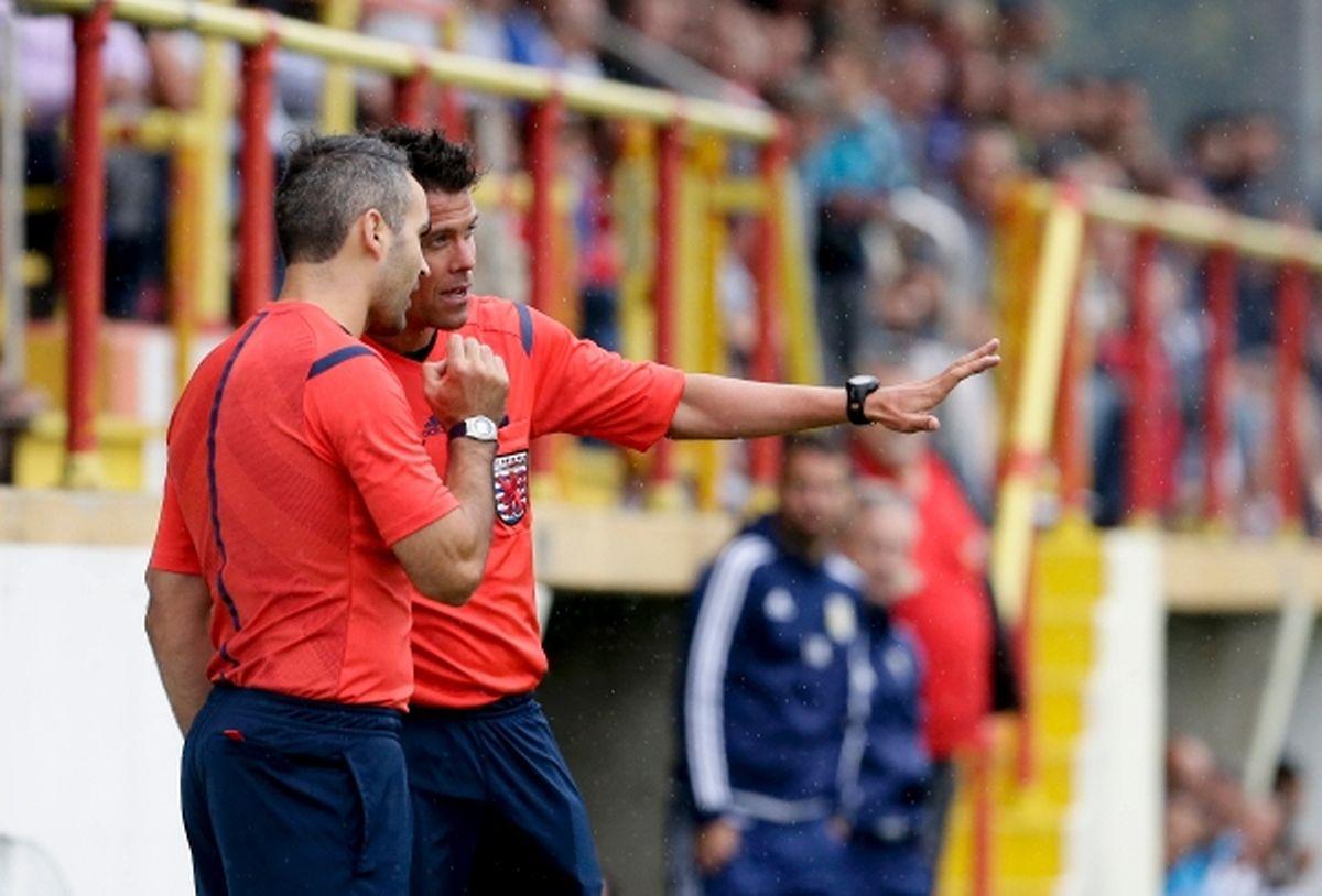 M. Bourgnon consulte M, Morais, le but de Sanel Ibrahimovic sera refusé pour un hors-jeu.