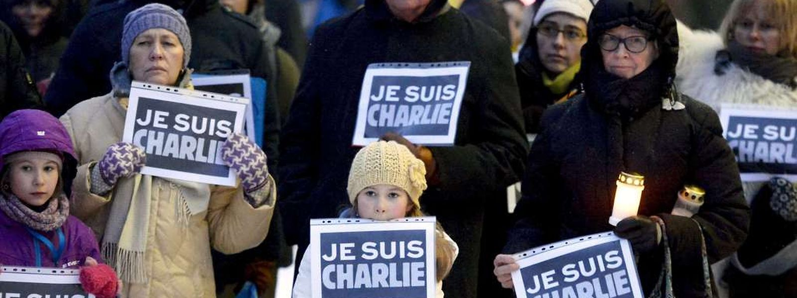 """Schilder mit der Aufschrift """"Je suis Charlie"""" waren überall auf der ganzen Welt in den Medien zu sehen. Der Schöpfer der Grafik hat davon nichts."""