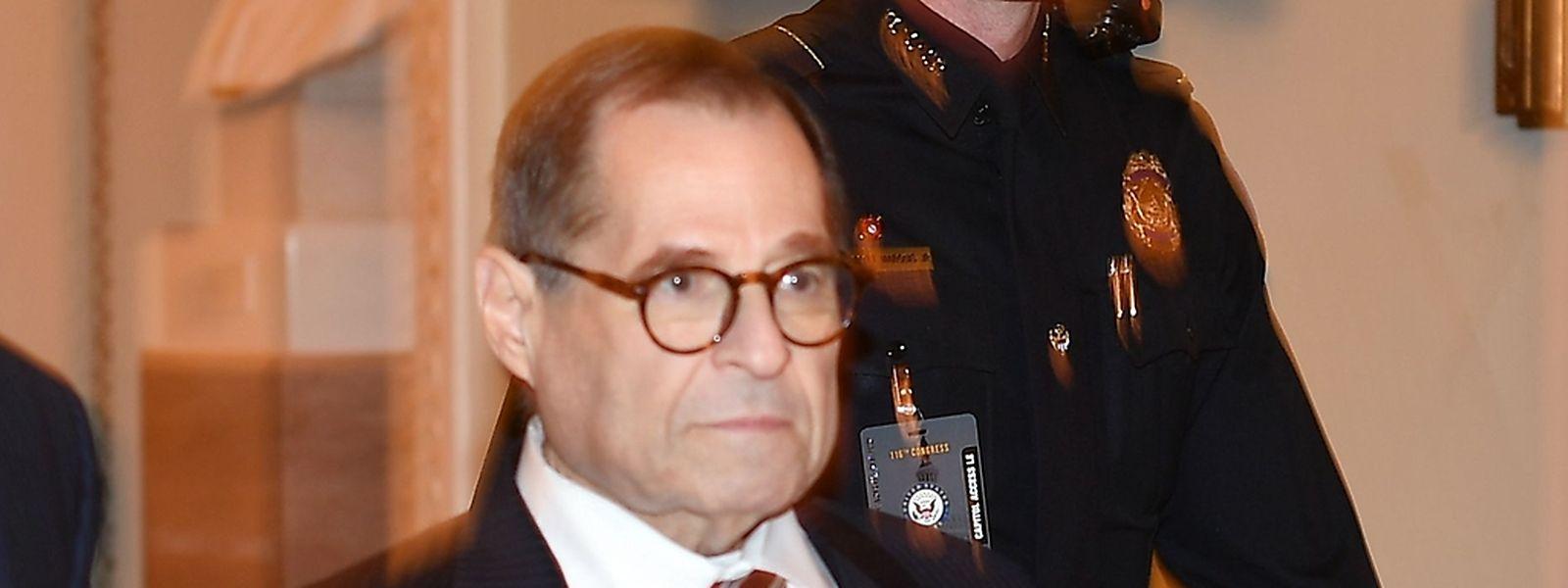 Der republikanische Senator Jerry Nadler argumentiert, dass der Präsident sich strafrechtlich nichts zu schulden habe kommen lassen und deshalb unschuldig sei.
