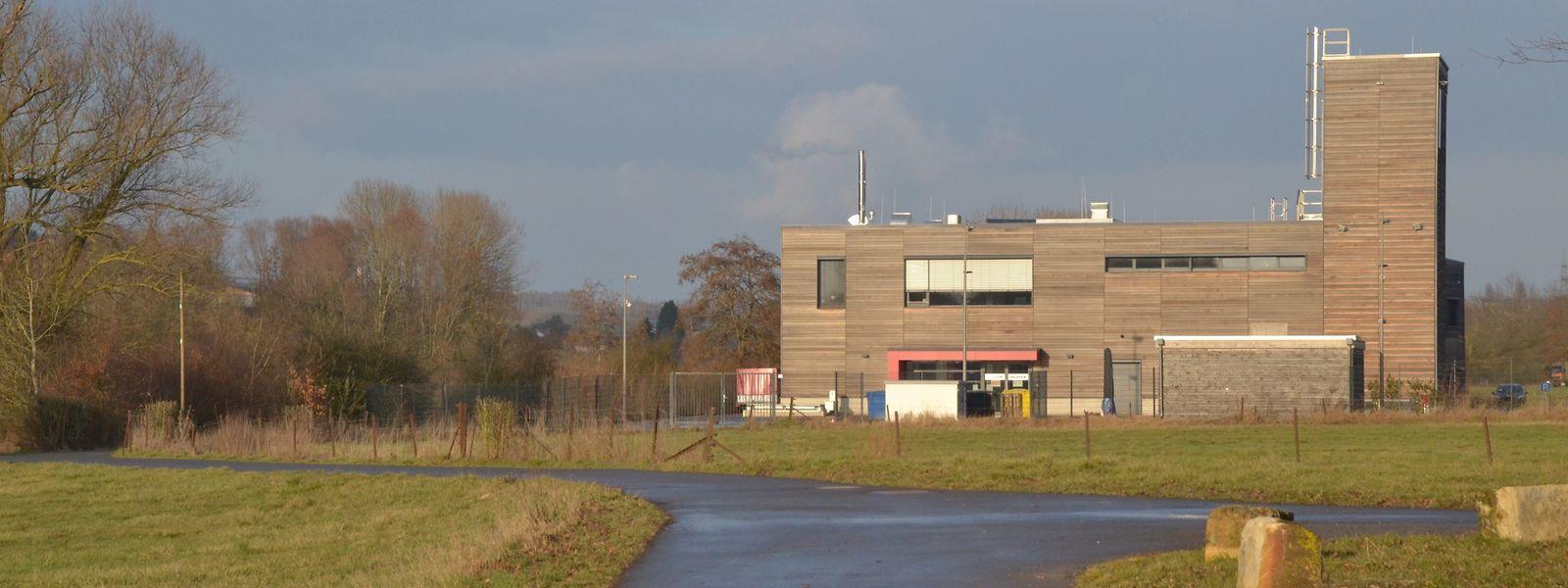 Die zukünftige Radpiste führt am Feuerwehrhaus vorbei in Richtung Itzig.