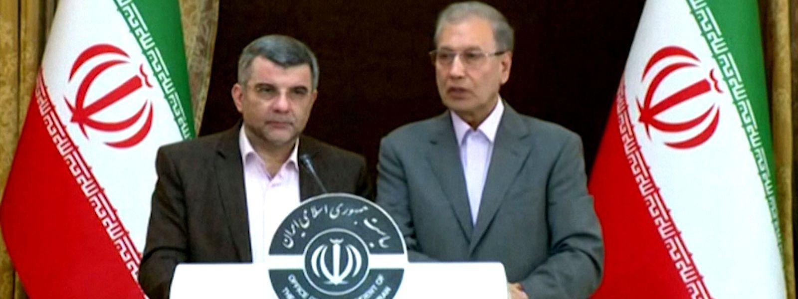 Iraj Harirchi, à esquerda na foto, esteve na linha da frente no combate ao coronavírus.