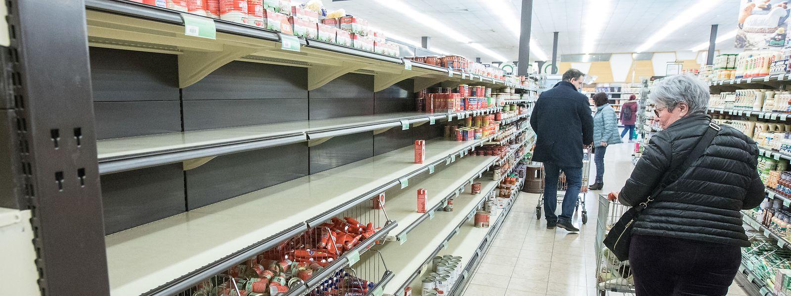 Leere Supermarktregale: Viele Menschen wollen ihren Vorrat aufstocken.