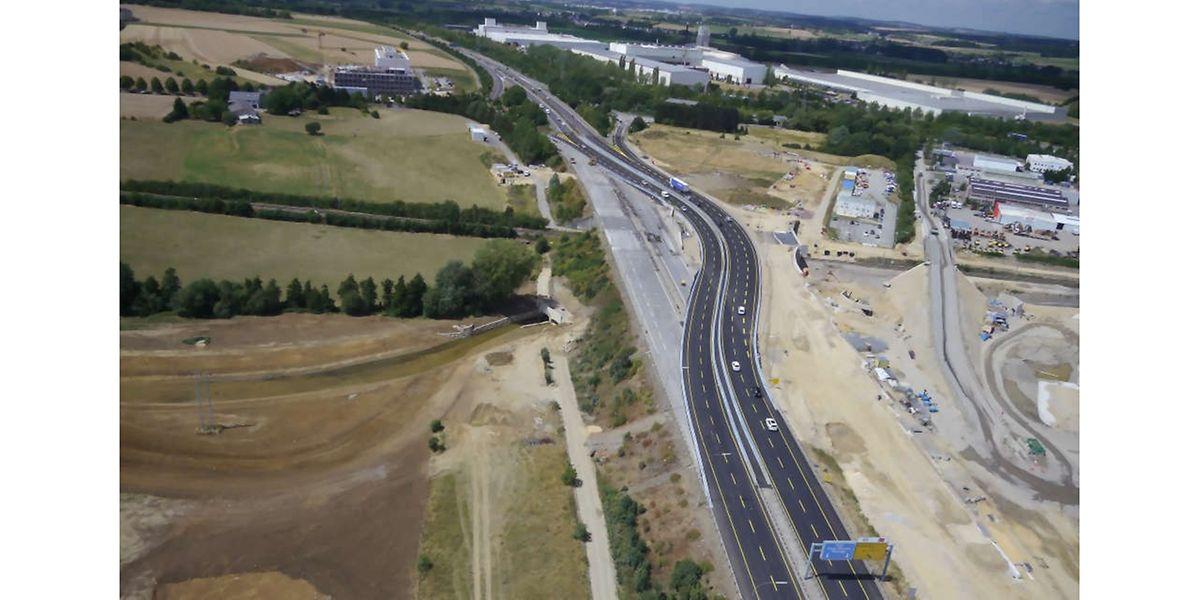 Der S-förmige Umweg führt über eine neu gebaute Brücke. Die alte soll in den kommenden Monaten abgerissen werden.