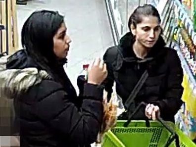 Ces deux femmes sont recherchées pour avoir volé un portefeuille.