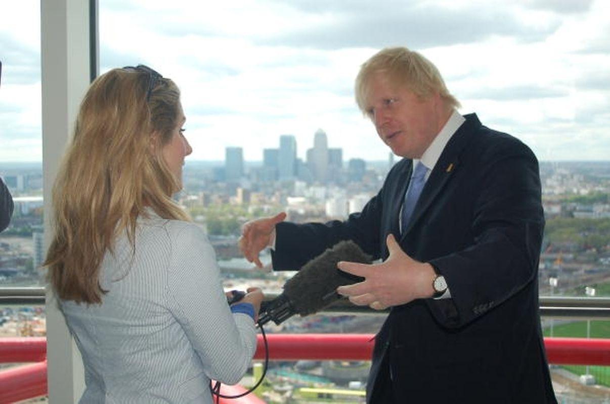 Der Londoner Bürgermeister Boris Johnson war bei der Enthüllung dabei.