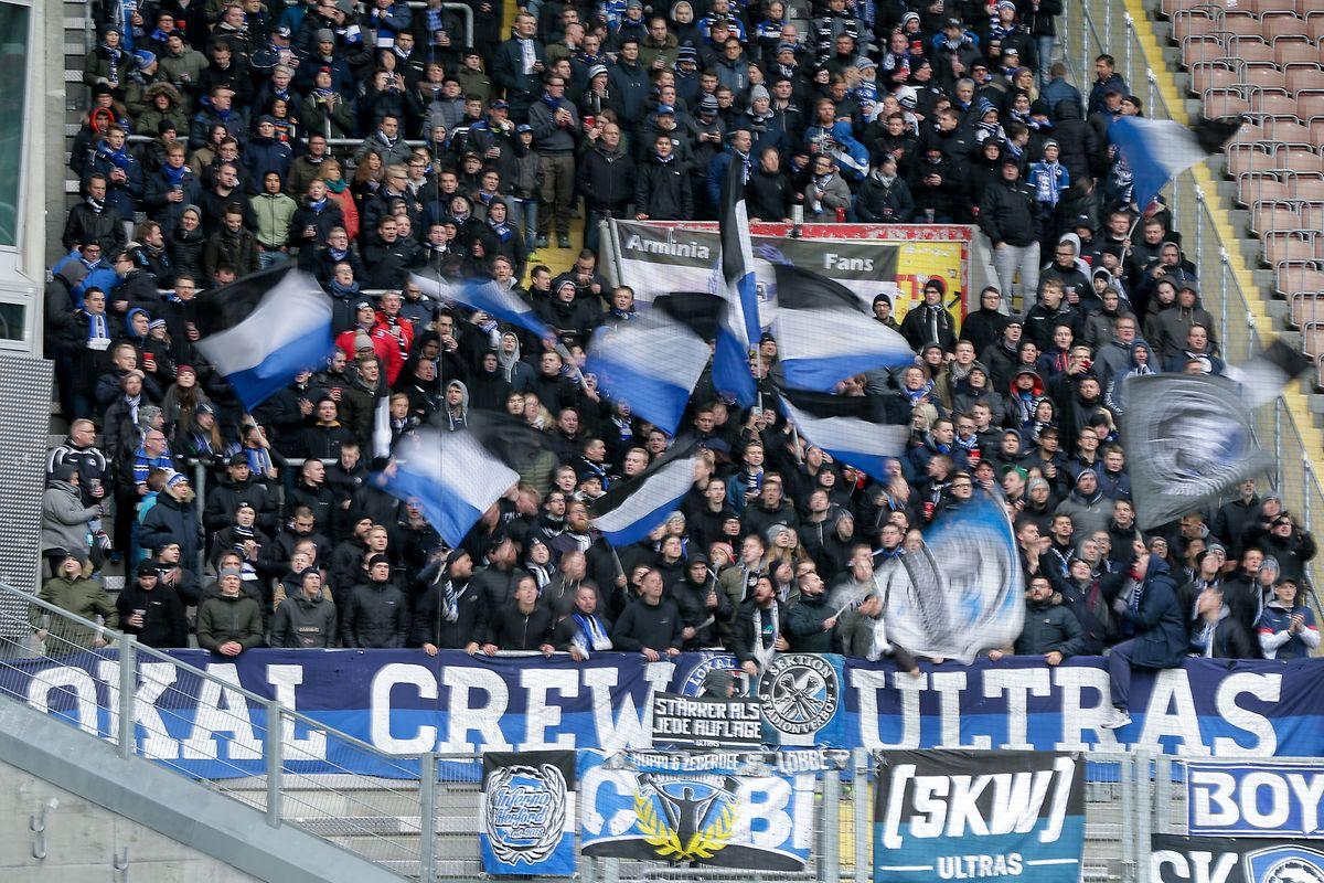 Die Bielefelder Fans sind zufrieden mit dem Einsatz ihres Teams.